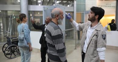 Israel cierra escuelas y universidades por el coronavirus