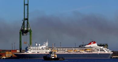 Crucero con infectados de coronavirus atraca en puerto cubano