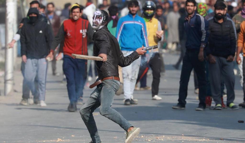 Atacan rebeldes en India