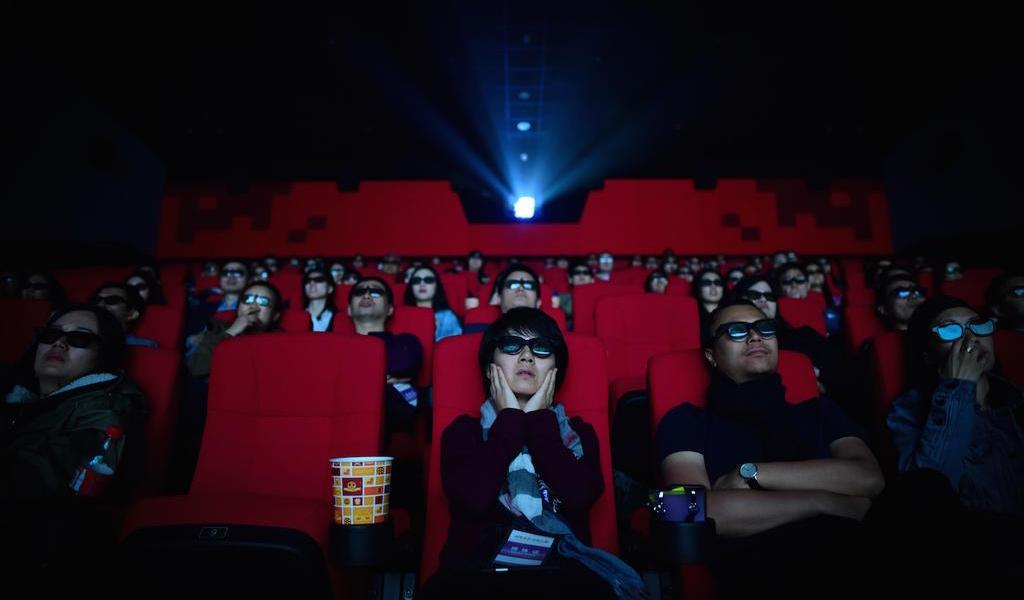 Reabren más de 500 cines en China tras amenaza de COVID-19