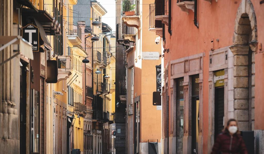 Multará Italia con hasta 3 mil euros a quien incumpla medidas de aislamiento
