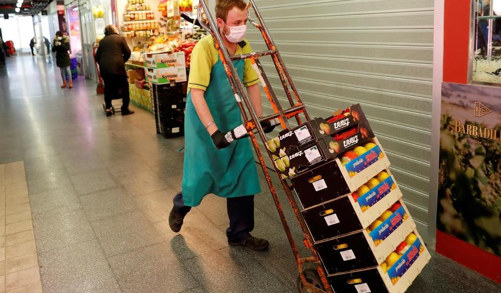 Prohíbe España despedir a trabajadores durante la crisis del COVID-19