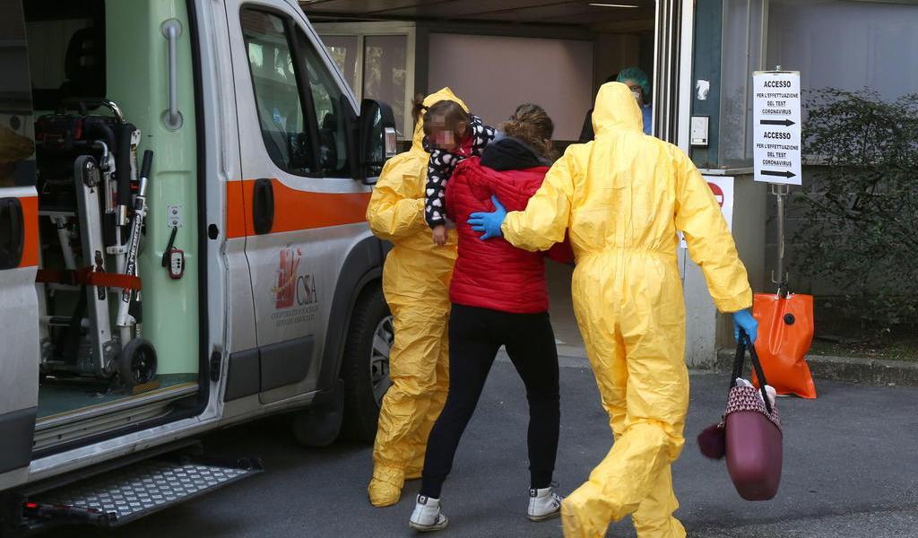 Hospital italiano prueba con éxito para COVID-19 fármacos contra malaria y VIH