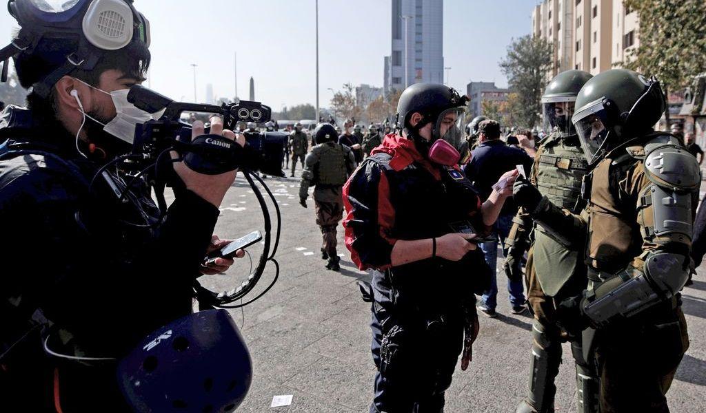 Incidentes en marchas y detención de periodistas en Chile