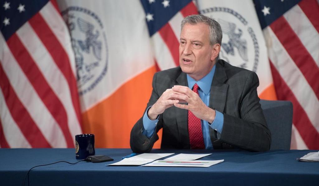 Por falta de apoyos ante COVID-19, alcalde de Nueva York llama hipócrita a Trump