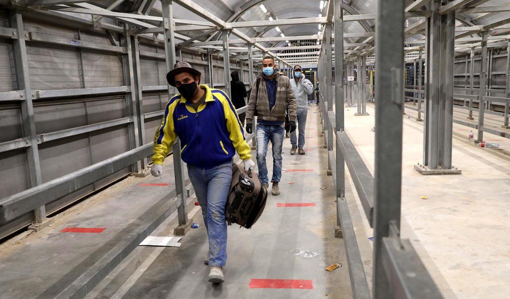 Palestinos vuelven a Israel tras coronavirus