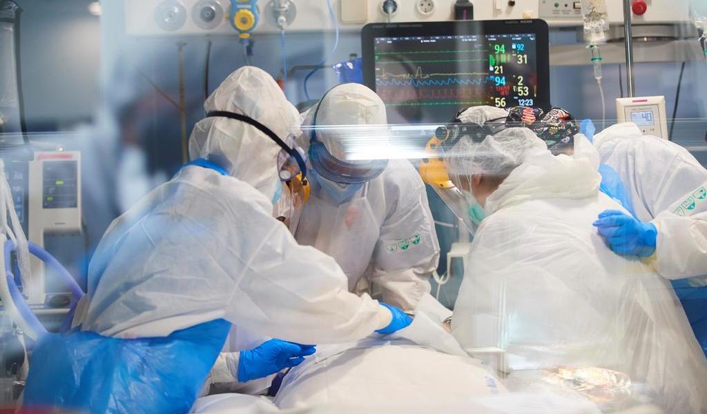 Contagios y muertes por COVID-19 repuntan ligeramente en España