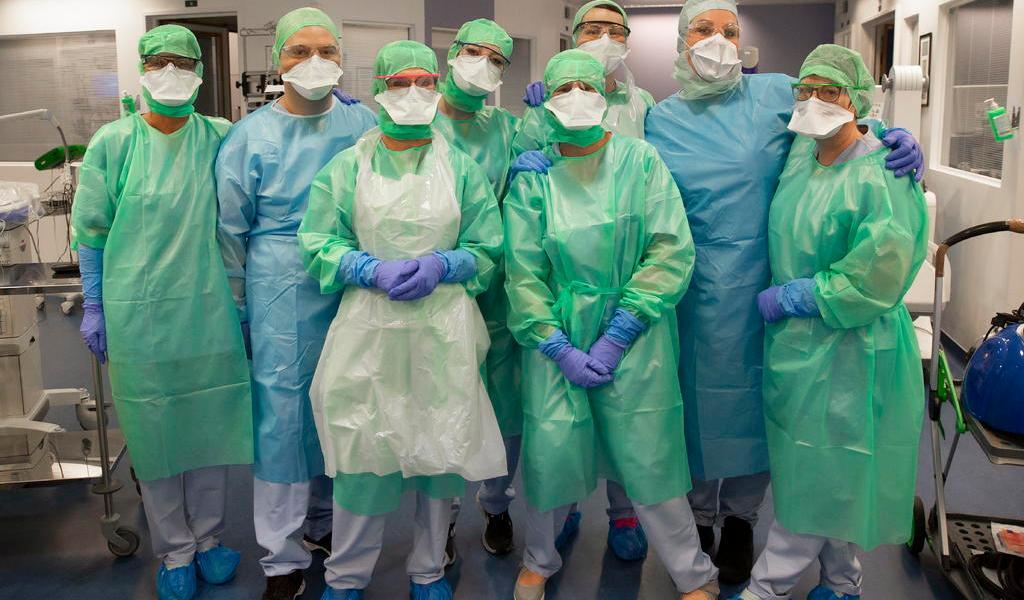Al menos 100 mil trabajadores sanitarios en el mundo han contraído COVID-19