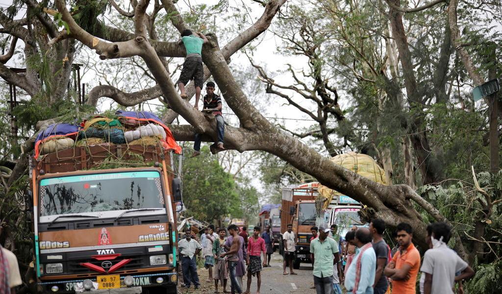 Potente ciclón Amphan deja 88 muertos en la India y Bangladesh