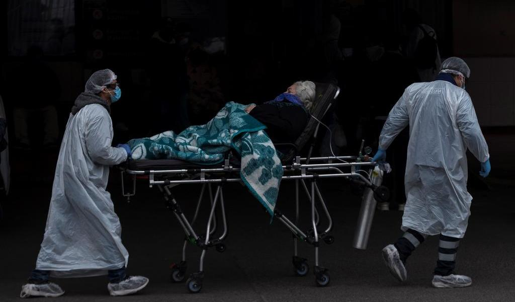 Afirma Piñera que sistema hospitalario de Chile está 'cerca del límite'
