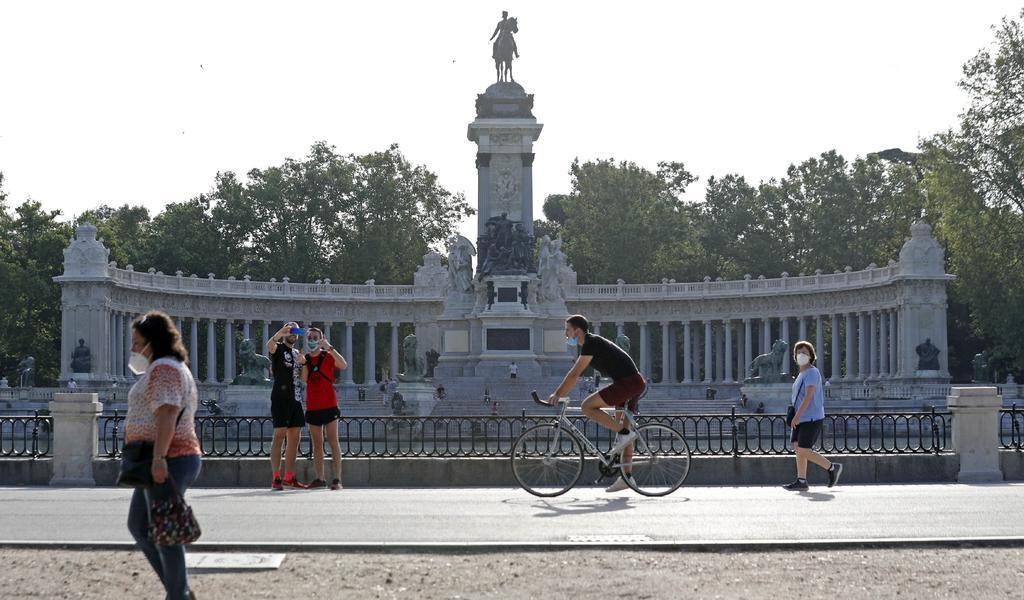 Madrid y Barcelona recuperan parte de su actividad social y económica