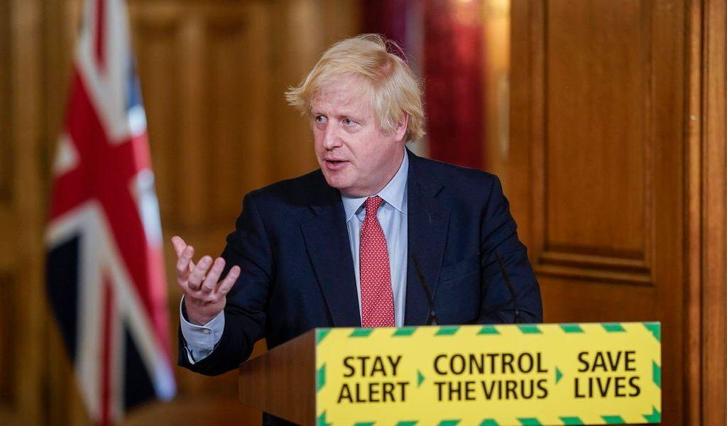 Johnson va por reapertura de mercados al aire libre