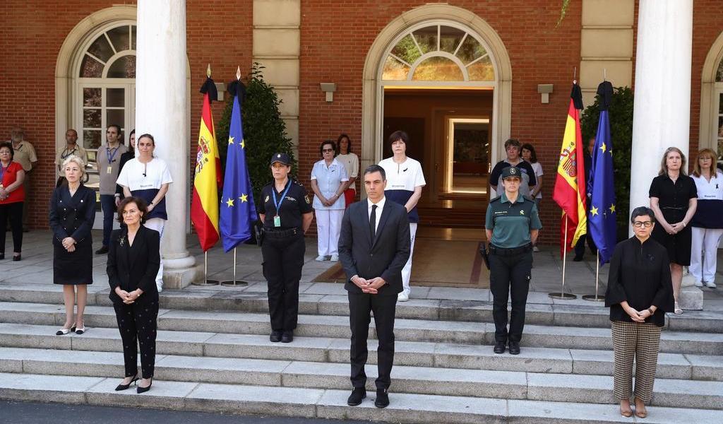 España inicia luto nacional de 10 días por víctimas del COVID-19