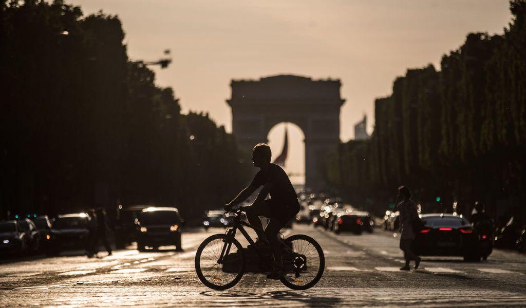Avalan aplicación de rastreo de contagios en Francia