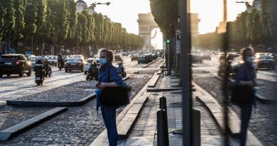 Muertes por COVID-19 siguen a la baja en Francia