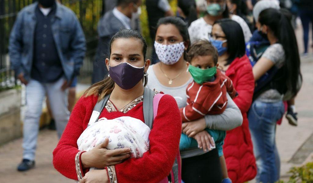 Extreman medidas por desborde de casos de COVID-19 en Colombia