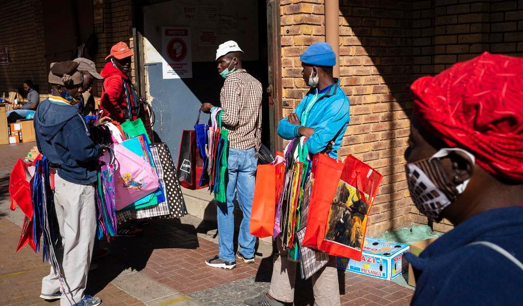 Sudáfrica comienza reapertura pese a contagios
