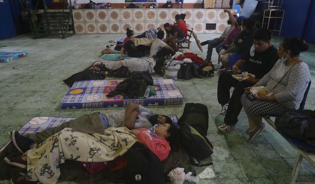 Lluvias dejan a salvadoreños en riesgo frente a COVID