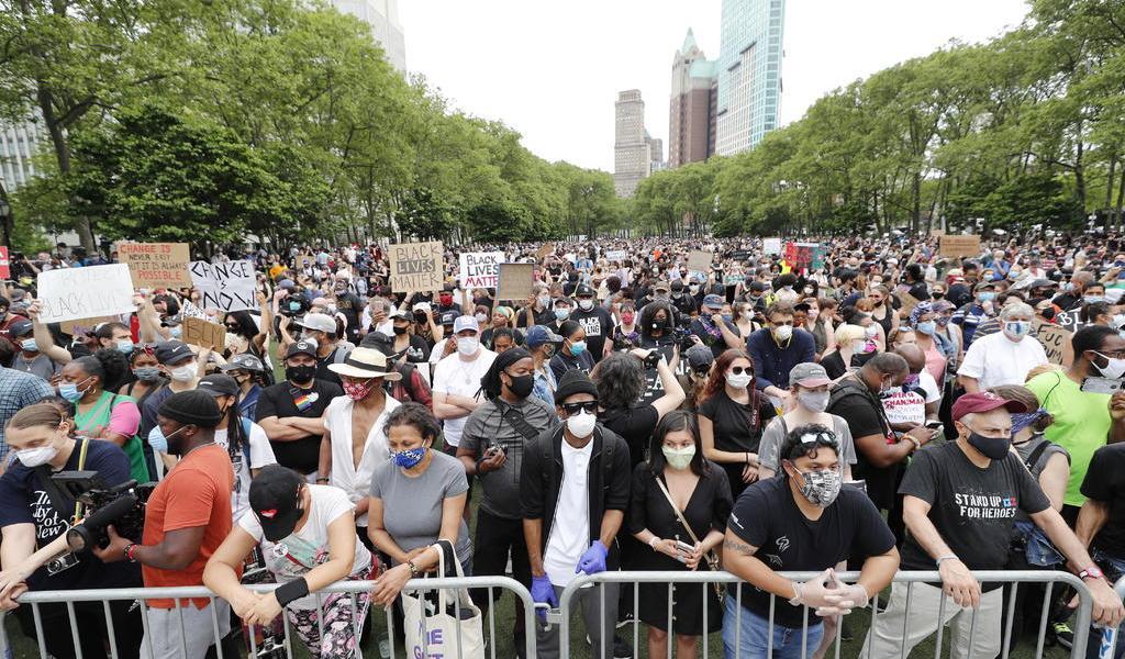 Tienen manifestantes el 'deber cívico' de hacerse una prueba de COVID-19: Cuomo