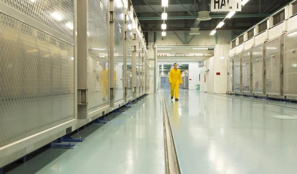 Sigue Irán enriqueciendo uranio; no responde a las dudas del OIEA
