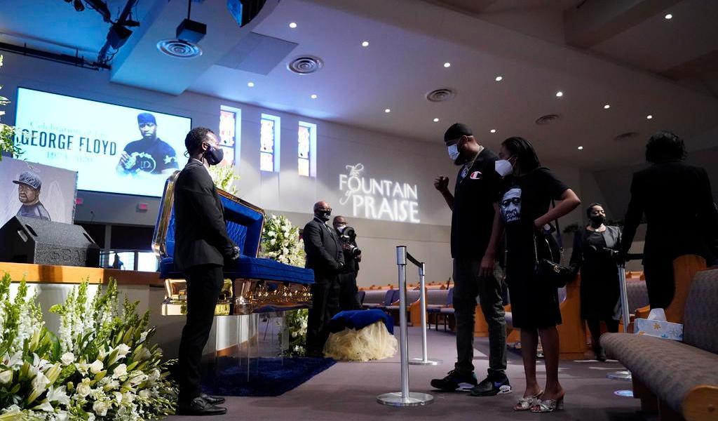 Asisten más de seis mil personas a funeral de George Floyd en Texas