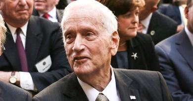 Fallece William Sessions, ex director del FBI