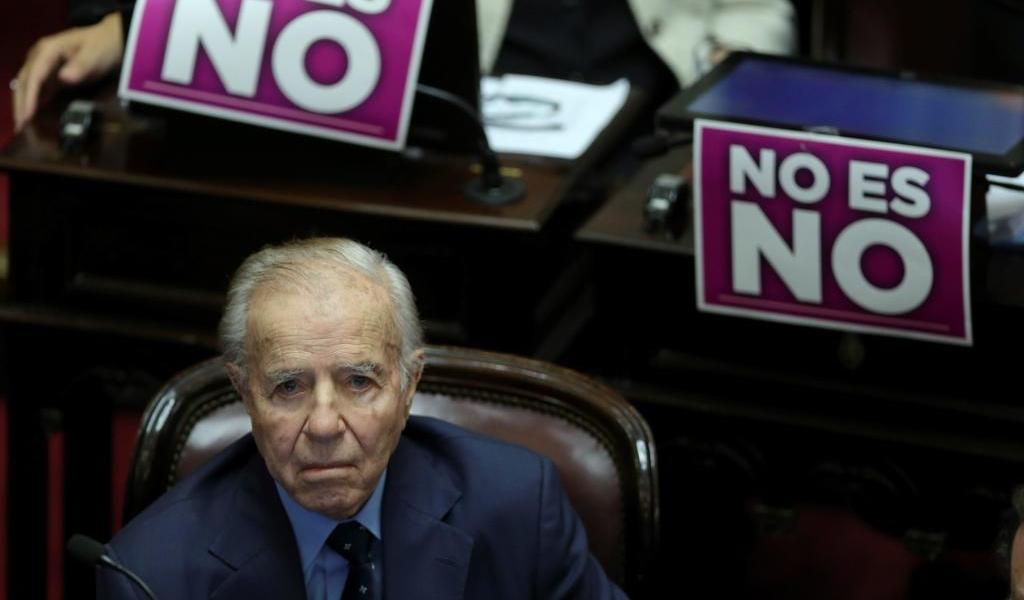 Por neumonía, hospitalizan al expresidente Menem en Argentina