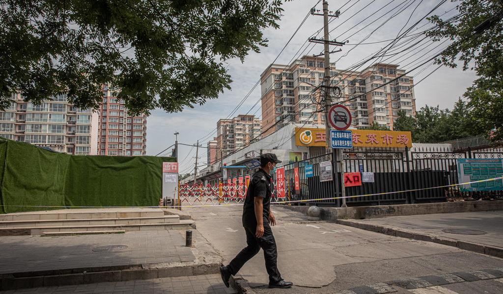 Elevan nivel de alerta en China por brote de coronavirus; capital cancela vuelos comerciales