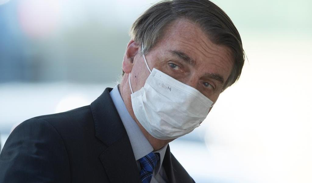 Ordena juez a Bolsonaro ponerse tapabocas