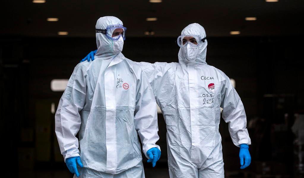 Suma Italia 30 muertes en el último día por COVID-19; caen contagios