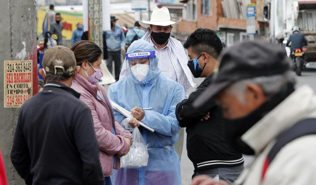 Pandemia de COVID-19 sigue acelerándose pese a reducción de letalidad: OMS