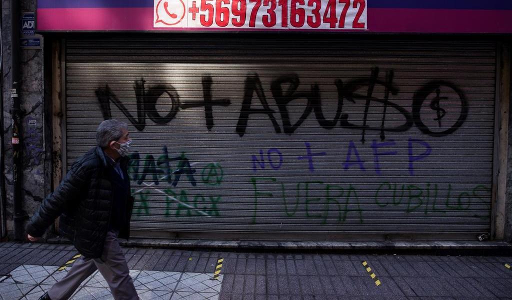 Roza Chile los 323,700 casos de COVID-19