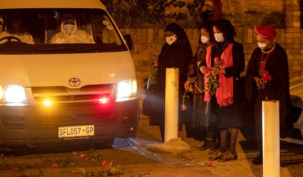 Con emotivo funeral, dan el último adiós a la hija menor de Nelson Mandela