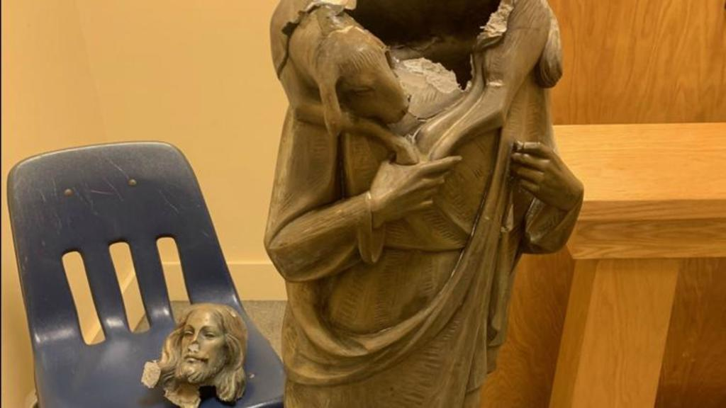 Decapitan estatua de Jesucristo en iglesia de Florida