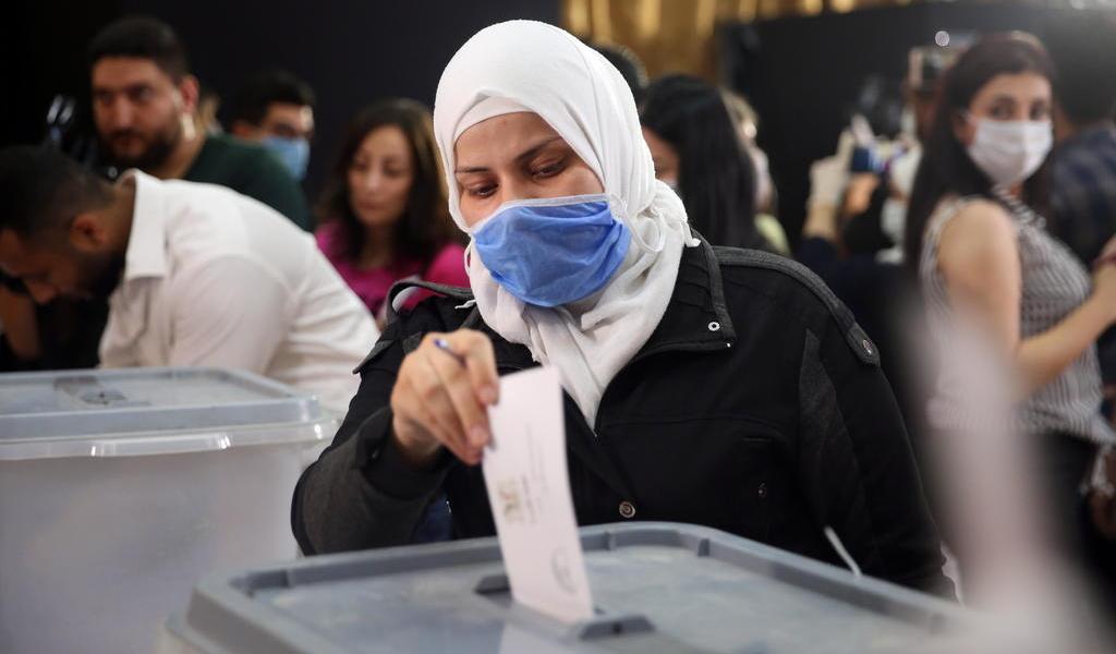 Votan sirios por nuevo Parlamento en medio de crisis económica y COVID-19