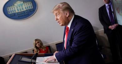 Trump cancela los actos políticos de la convención republicana en Florida
