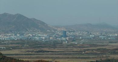 Aíslan ciudad en Corea del Norte por presunto caso de COVID-19