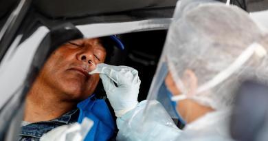 Brasil supera los 2.7 millones de contagios por COVID-19