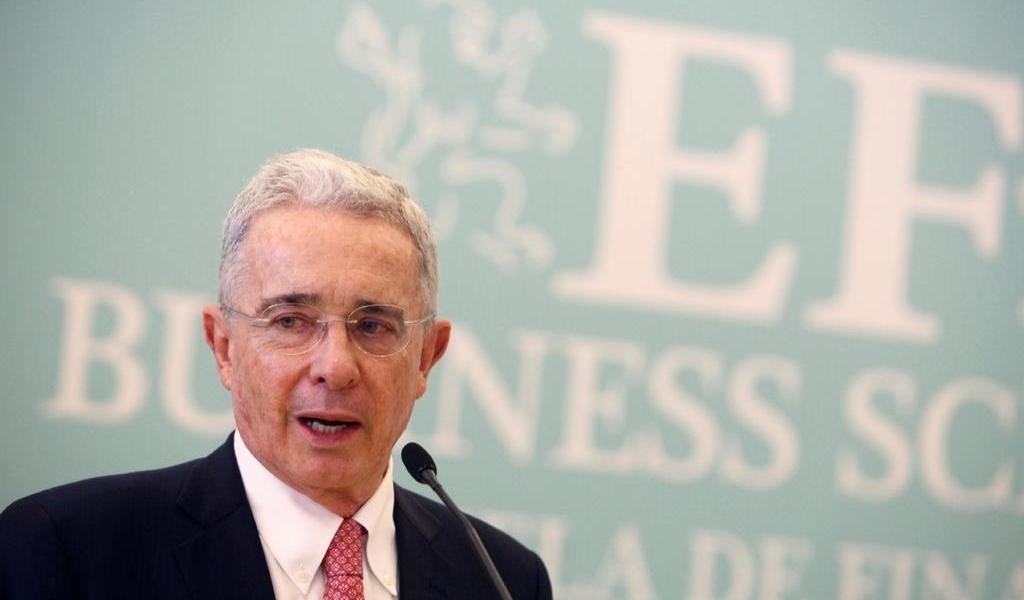 Álvaro Uribe da positivo a COVID-19