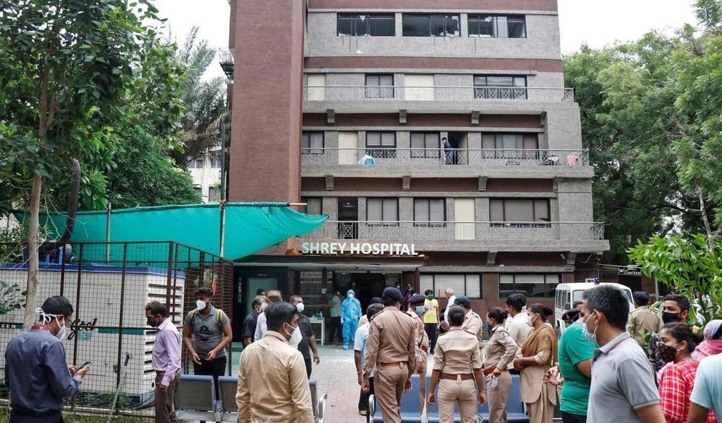 Mueren 8 pacientes con COVID-19 al incendiarse un hospital en la India