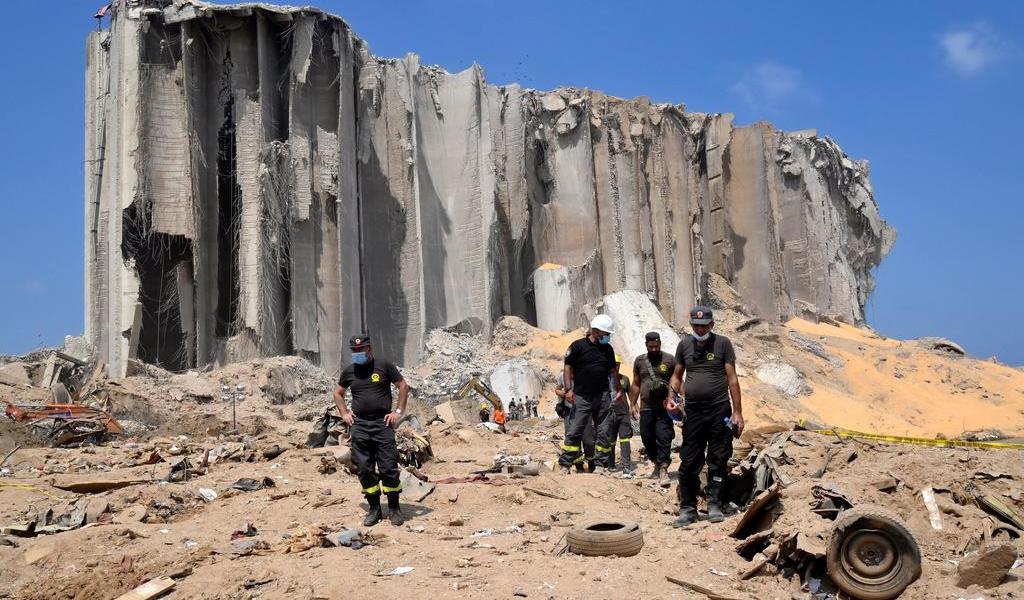 Vecinos echan a ministros de la zona afectada por la explosión en Líbano