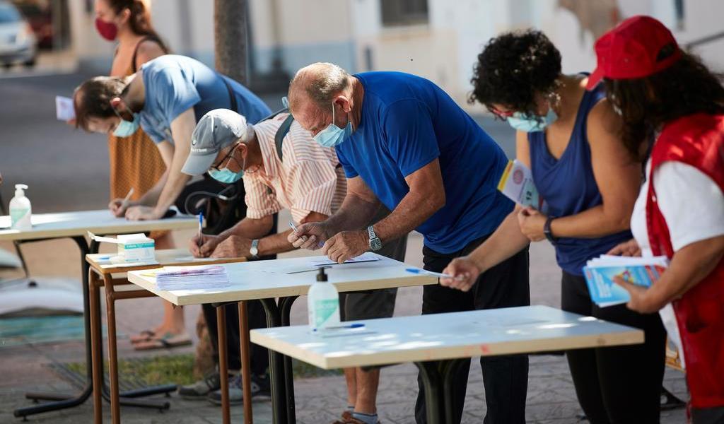 Aumentan medidas para frenar brotes de COVID-19 en España