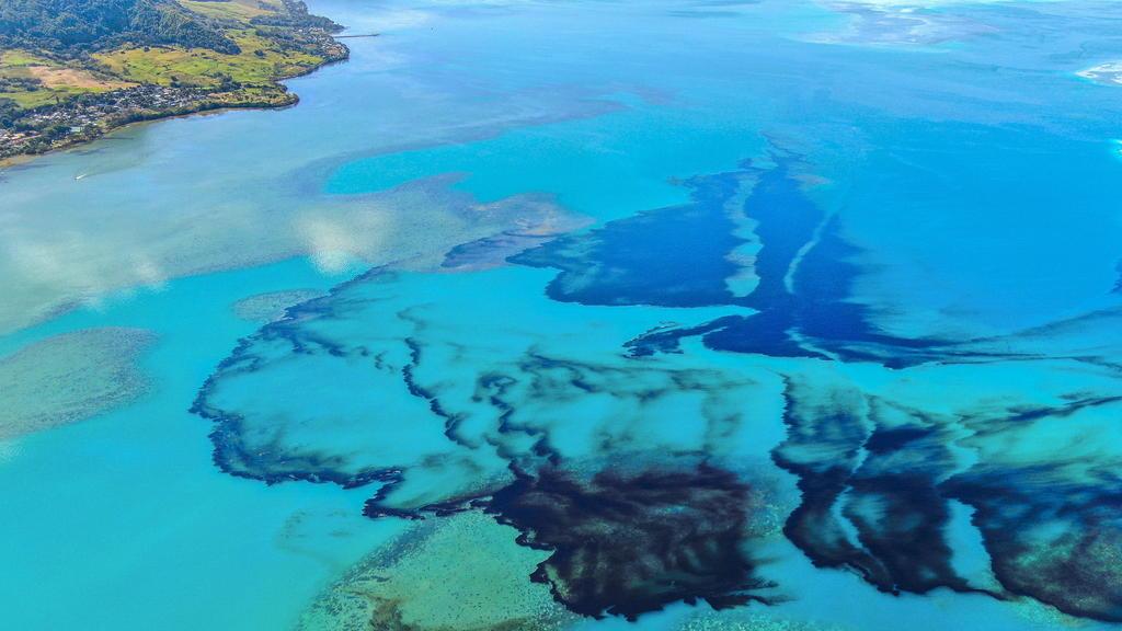 Se expande derrame de petróleo de barco varado en costa africana