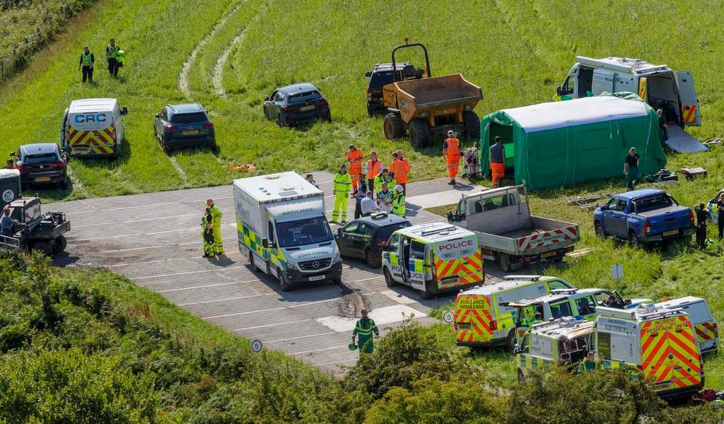 Reportan tres muertos por descarrilamiento de tren en Escocia