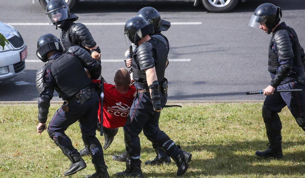 Denuncian abusos y torturas a manifestantes en prisiones de Bielorrusia