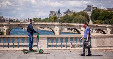 Suben otra vez los casos de COVID-19 en Francia; bajan las hospitalizaciones