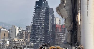 Se elevan a 180 los muertos por explosión en el puerto de Beirut