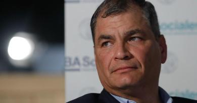 Oficializa Rafael Correa su candidatura a la vicepresidencia de Ecuador