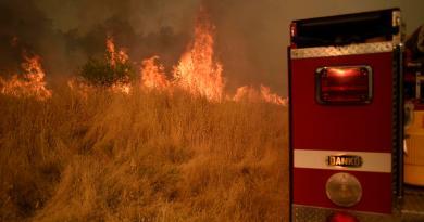 Incendios consumen 190 kilómetros cuadrados cerca de zona vinícola en California