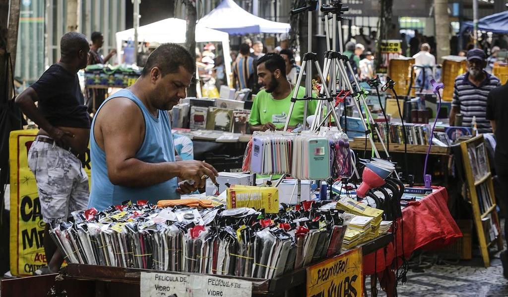 Brasil vuelve a crear empleo formal tras meses de desempleo por el COVID-19